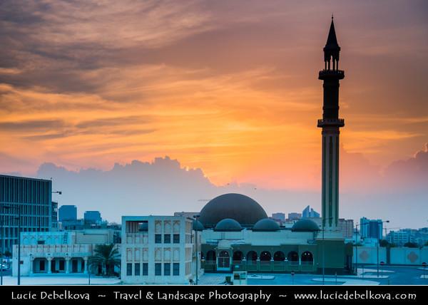 Middle East - GCC - Qatar - Doha - الدوحة - ad-Dawḥa - ad-Dōḥa - Souq Waqif - Souk Wakif - Shopping destination built in traditional architectural Qatari style & Al Shoukh Mosque