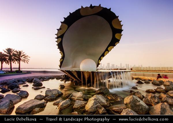 Qatar - Doha - الدوحة - ad-Dawḥa - ad-Dōḥa - Doha Corniche & Water Pearl & Oyster Fountain at Sunset