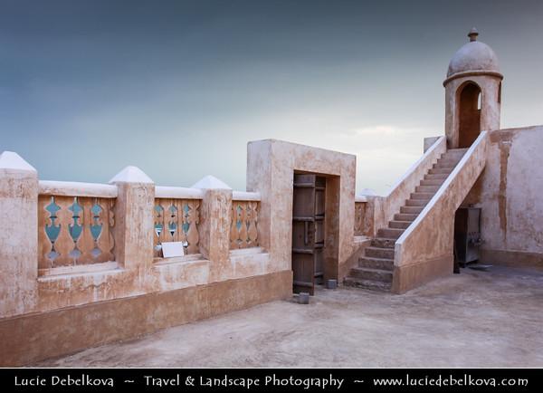 Qatar - Al Wakrah - Al Waqra - Al Waqrah - Village at shores of the sea built in traditional Qatari style - Small mosque with a minaret