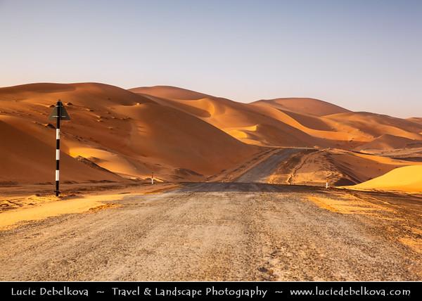 Middle East - GCC - United Arab Emirates - UAE - Abu Dhabi Emirate - Empty Quarter Desert - Rub Al Khali - Arabian Desert - Spectacular sea of sand dunes - Desert Road