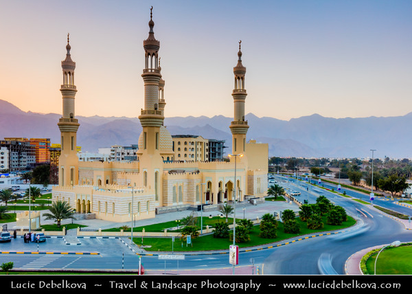 Middle East - GCC - United Arab Emirates - UAE - Emirate of Fujairah - Dibba - Sheikh Zayed Masjid - Beautiful 4 minarets mosque next to the Dibba roundabout