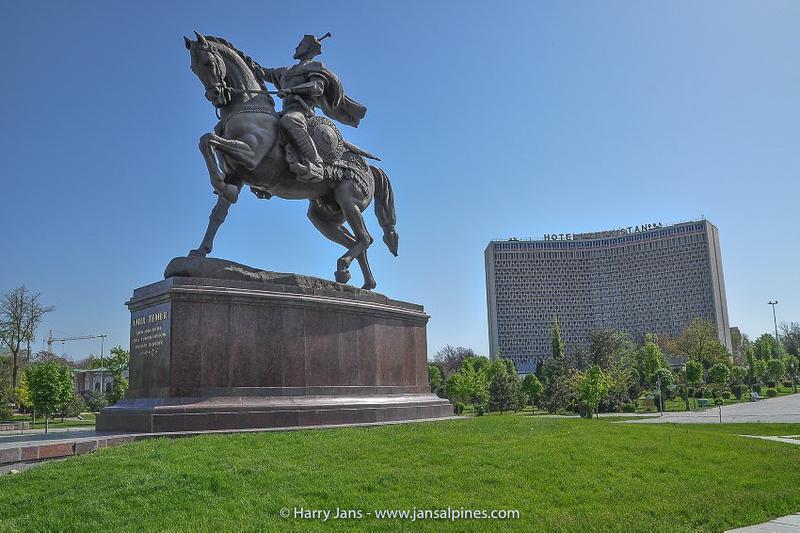 statue Amir Temur