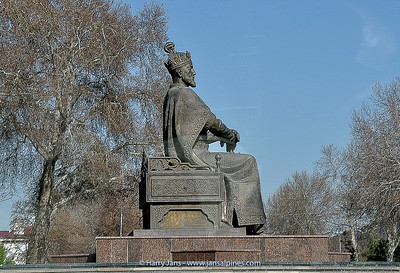 statue Amir Temur (1336-1405)