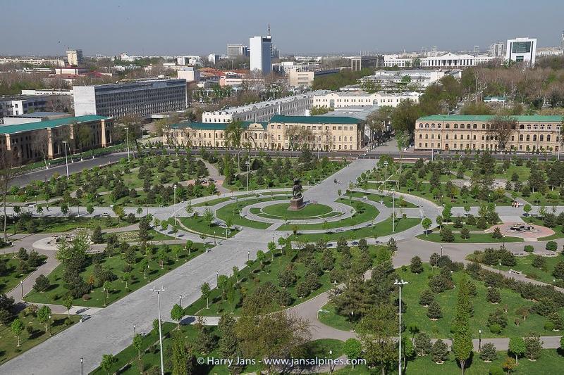 Tashkent, Amir Temur Square