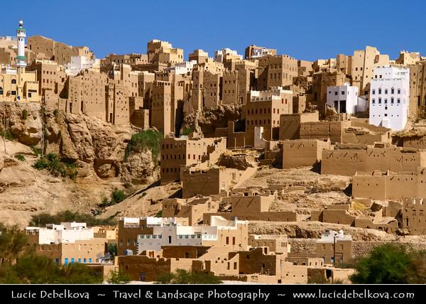 Middle East - Yemen - Hadramaut Governorate - Wadi Dawan - Wadi Doan - Beautiful desert valley with stunning historical mud brick buildings - Al Hajjarain - Al Hajjaryn Old town