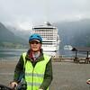 Geiranger: Peter in full biking gear, toward ships