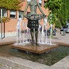 Molde: Rådhusplassen: Rosepikek statue