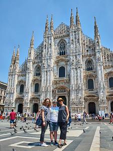 June  10-, 2017- Italy /Switzerland  Milan-Venice-Verona-Lake Como-Lugano trip Sat 6/10.   Duomo area Credit: Robert Altman