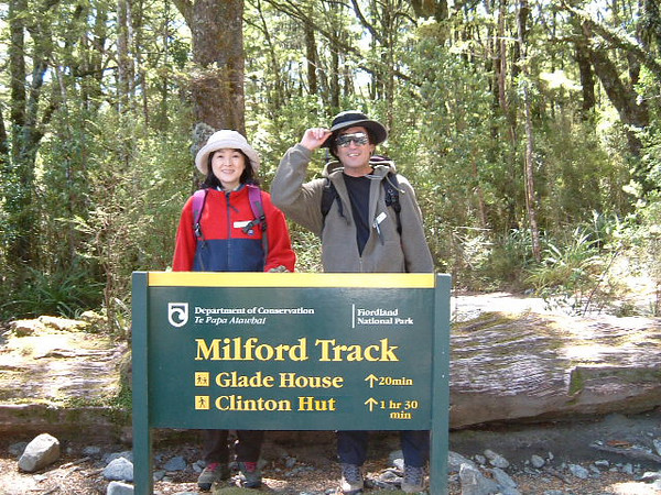 Let's enjoy Milford Track with us !