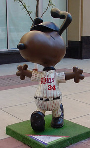 After Schulz died in 2000, artists from all over the Twin Cities designed and displayed renditions of Peanuts characters. The first year after his death all statues were Snoopy. There after, yearly, Charlie Brown, Lucy, Linus, and Snoopy with Woodstock were introduced.