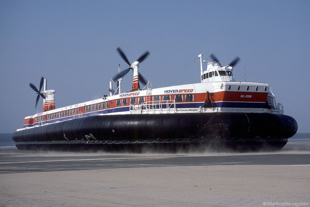 Hoverspeed SRN4 MkIII GH-2006 THE PRINCESS MARGARET @ Calais France 31May87