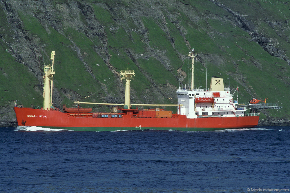 Freighter NUNGU ITTUK with H500D TF-FIM @ Faroe Islands 29Jul90