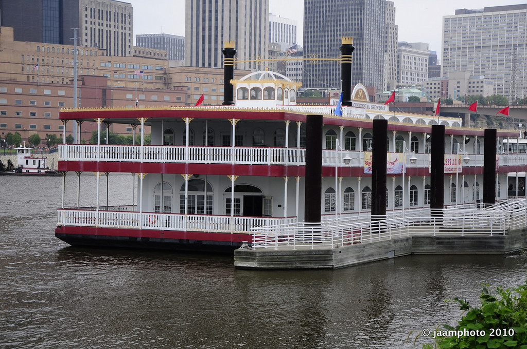 Looks like they do Dinner Theater on this boat. Not sure if it actually goes anywhere.