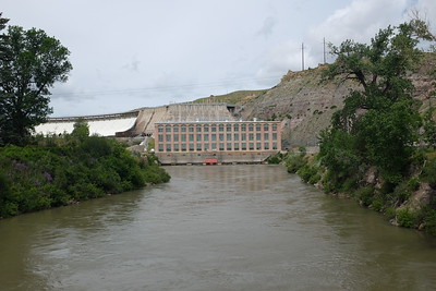 Looking upriver, we see the power station serving Ryan Dam. Built in 1915, it used to its advantage the significant drop in the river's elevation here, and today can generate 60 megawatts (80,000 horsepower).