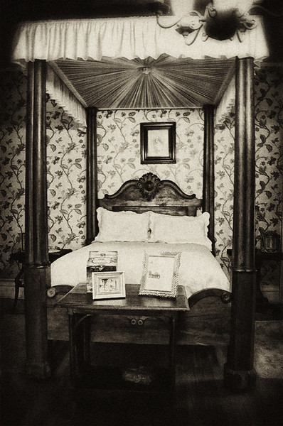 Mr. Cruikshank's bedroom, Rockbridge Mansion, Hannibal, MO
