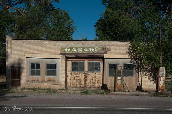 I found this old garage facinating.