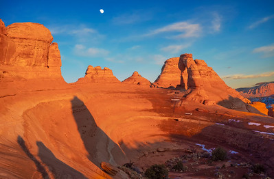 Arches_Delicate Arch and moonrise