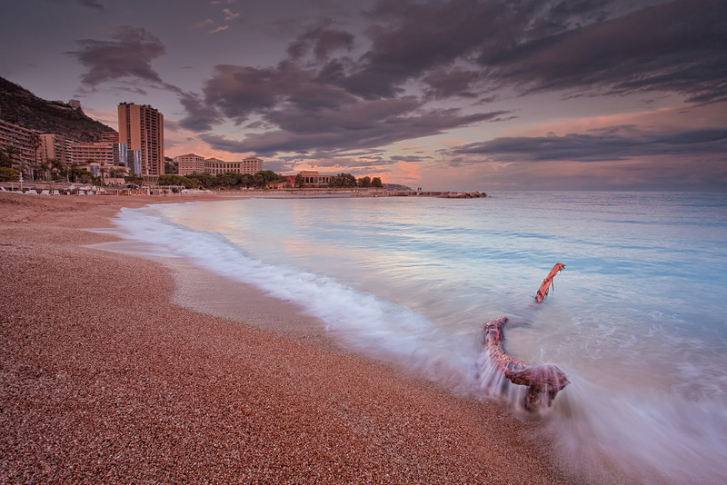 <b>Larvotto Beach @ Monaco (French Riviera)</b> <i>Canon EOS 5D Mark II + Canon EF 17-40mm f/4L USM</i>