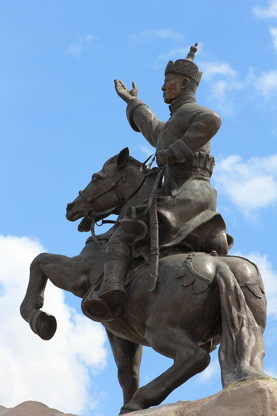 """One of the many majestic statues in Sukhbaatar Square: <a href=""""https://en.wikipedia.org/wiki/S%C3%BCkhbaatar_Square"""">https://en.wikipedia.org/wiki/S%C3%BCkhbaatar_Square</a>"""