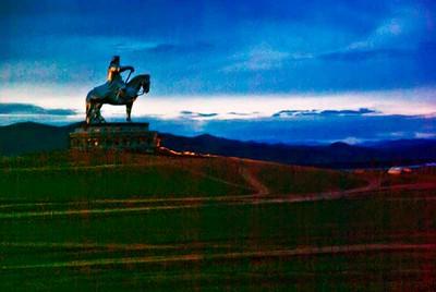 Ghengis-Giant-Statue-9502