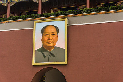 Portrait of Mao Zedong above the archway of the Gate of Heavenly Peace.