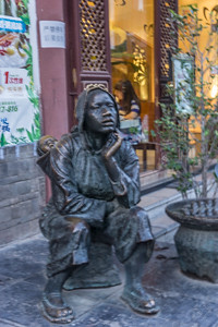 Ths statue of mother and baby has been referred to as selling crying.