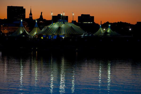 Cirque du Soleil -Le Grand Chapiteau-Les Quais du Vieux-Port de Montréal Quai Jacques-Cartier, Rue de la Commune Est Montréal (Québec)