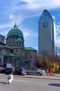 Les building ont remplacé les églises dans la verticalité urbaine.