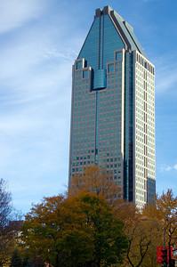 Le 1000 De La Gauchetière est le plus haut gratte-ciel de Montréal. Il mesure 205 mètres et possède 51 étages. Il fut terminé en 1992.