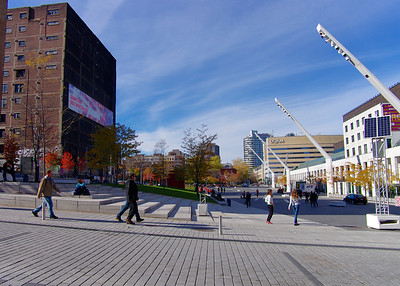 La place où ont lieu en été les concerts en plein air dont le Festival de Jazz de Montréal (entièrement gratuit)