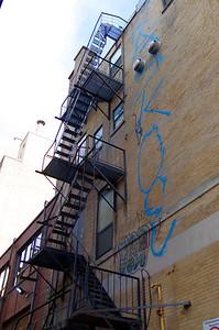 Les escaliers extérieurs sont monnaie courante à Montréal.