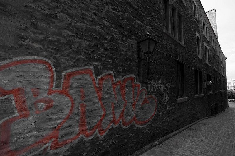 Grafitti in an alley