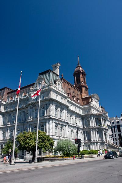 Hôtel de Ville in Old Montreal