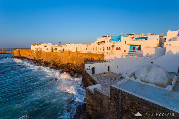 Waiting for the sunset on the walls of the medina in Asilah
