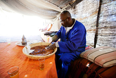 """We met Mamadu for lunch who treated us with the Berber pizza. Mamadu is Tuareg as known as the """"blue men of the Sahara""""."""
