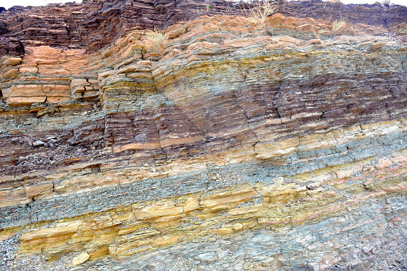 The D'jorbel S'horra is made up of very colourfull sedimentary rock. This is part of a cut for the roads passing along a canyon edge