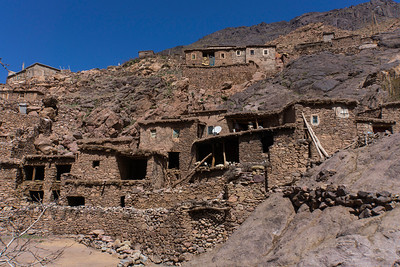 Hiking in the Atlas mountains around Tacheddirt