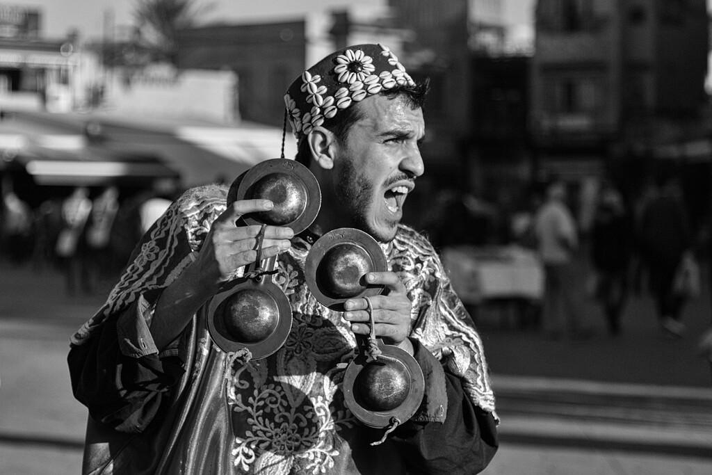 The shouting gnaoua, Marrakech, Morocco