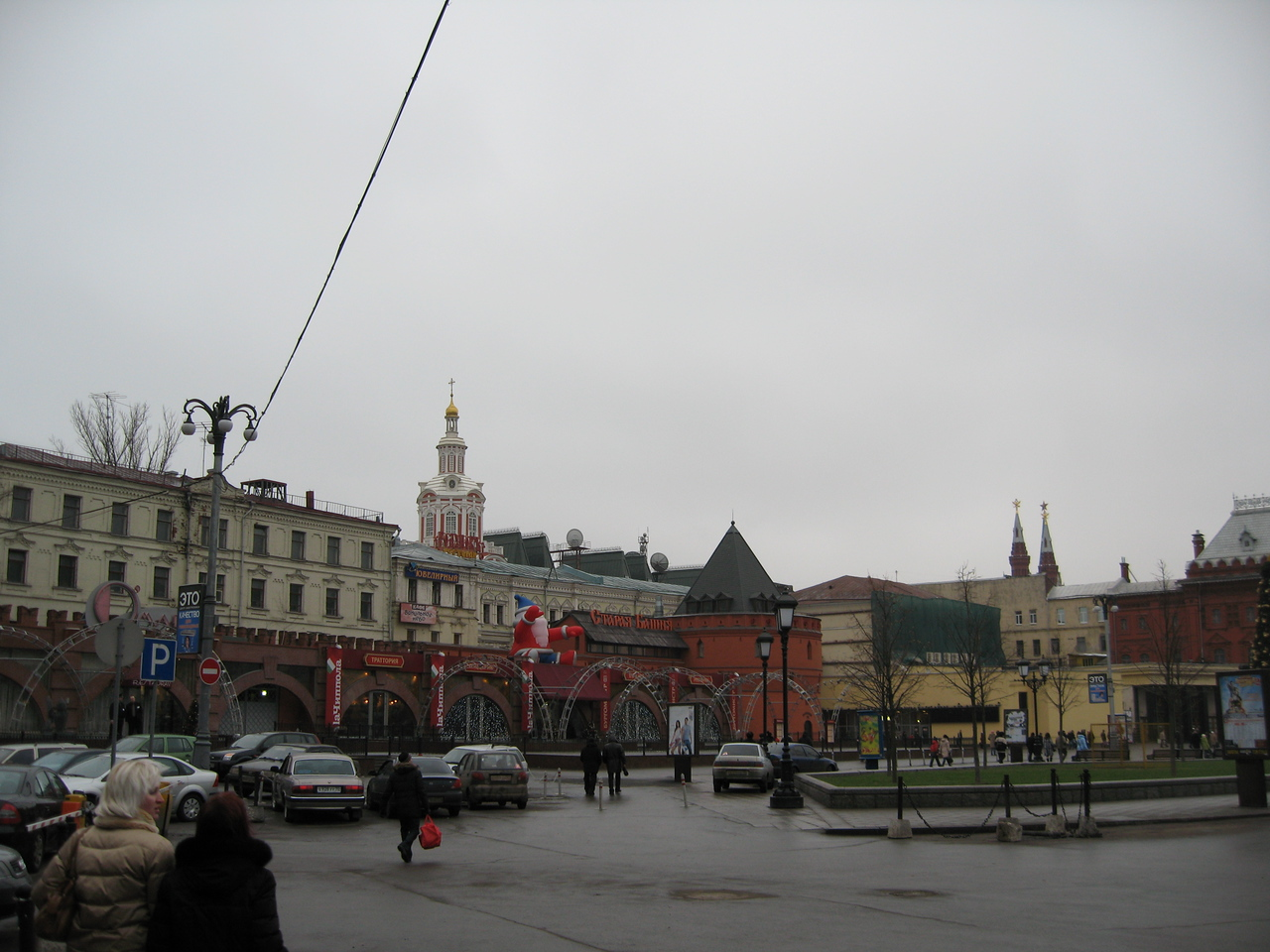 Just beyond these walls is the Krelim & Red Square.