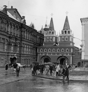 The old gate to Red Square, now back in place. (Stalin had it removed to allow the ICBMs access to the square)
