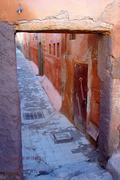 Just another smaller alley in the Medina, one of the alleys not on the maps.
