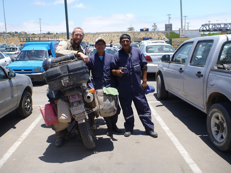 Mike with new Peruvian friends we met in the parking lot of the Home Center in La Serena.
