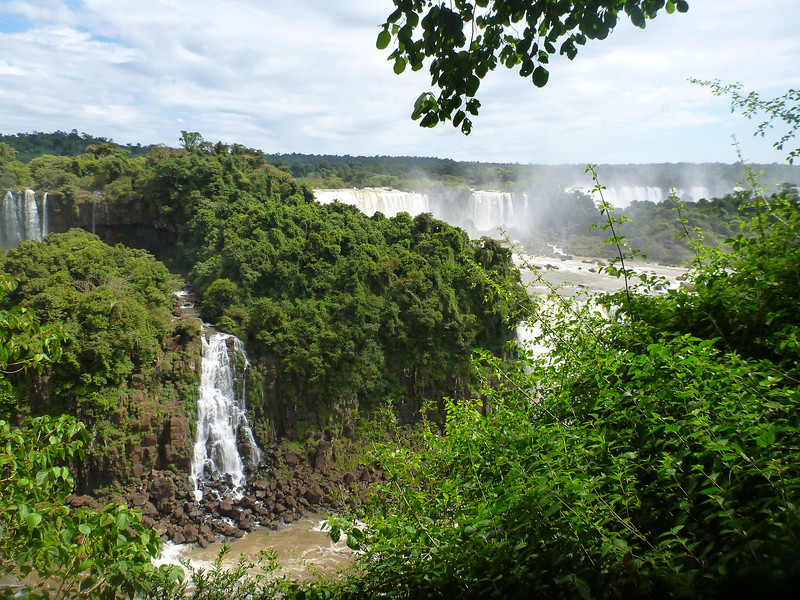 more of the expanse of the Argentine side  (Foz do Iguassu)