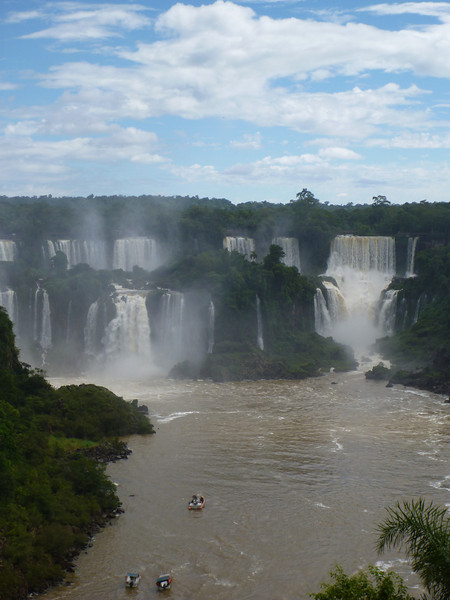 view of the Argentine side with boats below  (Foz do Iguassu)