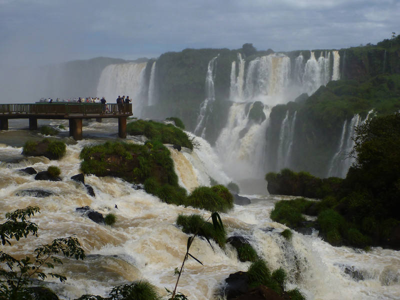platform above the falls  (Foz do Iguassu)