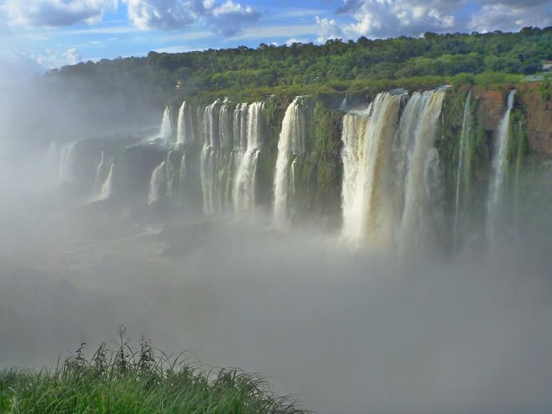 Brazilian side seen over the mist  (Cataratas de Iguazú)