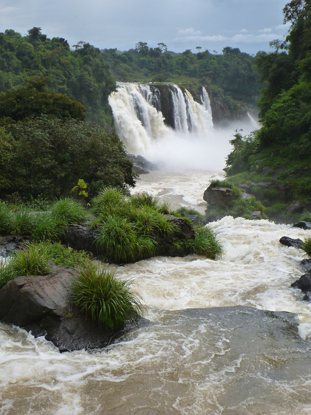 looking downriver   (Foz do Iguassu)