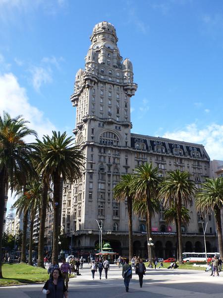 Palacio Salvo, Plaza Independencia, Montevideo