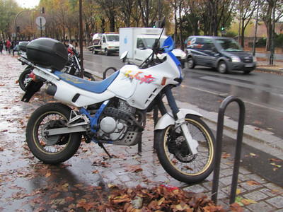 Another 650 thumper that seemed sort of like a XL650 or a XR650R.  Electric start and all sorts of other nice features.  These were awesome...