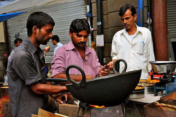 Roasted peanuts vendor - Mumbai